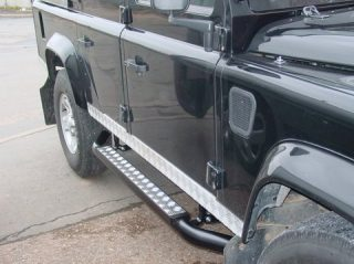 Photo of the crew cab 110 sidesteps on a LandRover Def 110